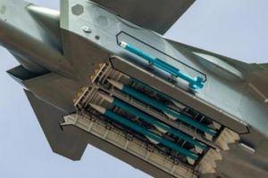 Tiêm kích tàng hình J-20 Trung Quốc lần đầu khoe tên lửa dưới bụng