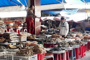 Phát hiện nhiều loại thực phẩm bẩn bày bán ở Cà Mau