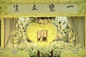 Bên trong hội trường tang lễ của cố nhà văn Kim Dung
