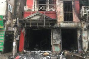 Ngôi nhà cháy ngùn ngụt sau tiếng nổ lớn, 2 người bị thương