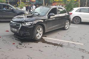 Audi Q5 tông biến dạng xe Mercedes cùng 2 xe máy trên phố Hà Nội