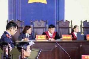 Clip: Bên trong phiên tòa xét xử ông Phan Văn Vĩnh
