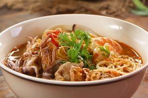 Clip: Cách nấu bún Thái chua cay chuẩn vị