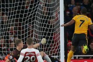 Mkhitaryan ra tay cứu Arsenal thoát khỏi trận thua trông thấy trước tân binh Wolves