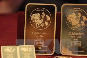Giá vàng châu Á rơi xuống mức thấp trong một tháng