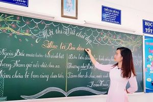 Cơn sốt viết chữ đẹp đã 'lan' từ Quảng Trị vào Vũng Tàu: Xuất hiện thêm 16 cô giáo có nét bút đẹp 'xuất thần'