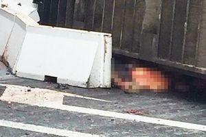 Hà Nội: Va chạm với container, hai mẹ con tử vong thương tâm