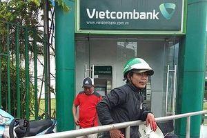 TP.HCM: Khởi tố kẻ dùng ớt trét vào mắt, cướp tiền tại trụ ATM