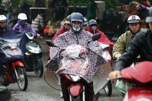 Người Hà Nội đón tuần mới với mưa phùn cùng sương mù