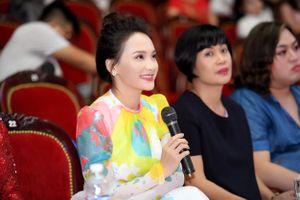 Bảo Thanh rạng rỡ làm ban giám khảo chấm Người mẫu Quý bà Việt Nam