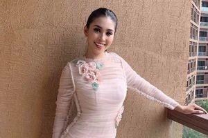 Chuyện showbiz: Hoa hậu Tiểu Vy khoe dáng đẹp eo thon