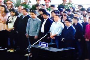 Xử vụ đánh bạc online nghìn tỉ: Cựu tướng Phan Văn Vĩnh đến tòa, dáng đi khỏe mạnh
