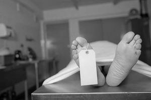 Về nhà phát hiện người đàn ông lạ nằm trong vũng máu, chủ nhà phát hiện 1 âm mưu tồi tệ
