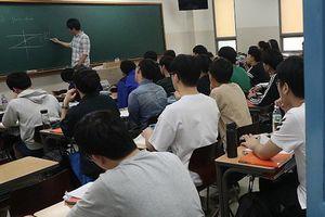 Hàn Quốc yêu cầu tất cả phải trong chế độ 'im lặng' để thi Nghe tiếng Anh