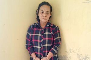 1 phụ nữ 7 tiền án bị bắt trước cửa đền