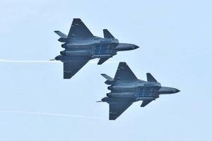 Tiêm kích J-20 của Trung Quốc lần đầu khoe vũ khí trước công chúng