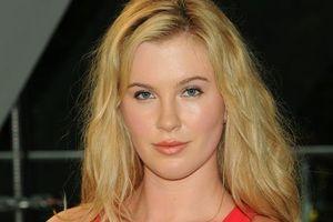 Người mẫu Ireland Baldwin bị cấm vào nhà sau cháy rừng