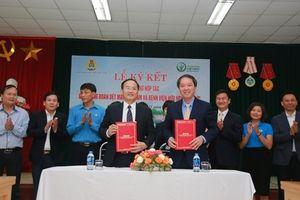 CĐ Dệt May và Bệnh viện Hữu nghị Việt Đức ký biên bản ghi nhớ hợp tác