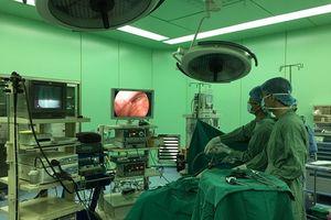 Phẫu thuật thành công u mạc treo hiếm gặp