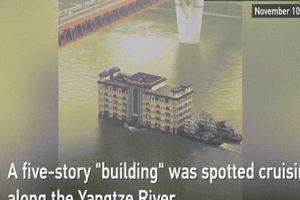 Dân TQ hoang mang khi thấy tòa nhà 5 tầng trôi nổi trên sông