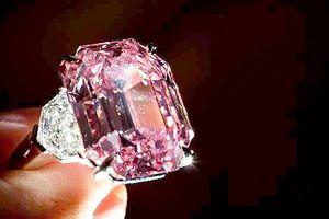 Đấu giá viên kim cương Pink Legacy