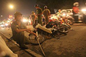 Ô tô tông hàng loạt xe máy, 1 người tử vong, ít nhất 4 người bị thương