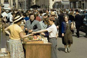 Ảnh độc về hàng rong vỉa hè Moscow thập niên 1950