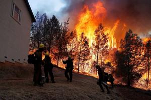 Mỹ: Hình ảnh 'bão lửa' giận dữ càn quét bang California