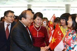 Thủ tướng Nguyễn Xuân Phúc đến Singapore dự Hội nghị Cấp cao ASEAN