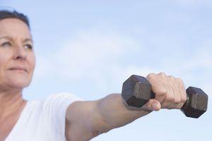Tuổi 50 trở lên càng nên tập rèn luyện sức mạnh