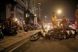 Ô tô 7 chỗ đâm liên tiếp 4 xe máy, 1 người chết, 4 người bị thương