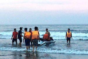 Tá hỏa phát hiện thi thể cô gái 20 tuổi trôi dạt trên bãi biển