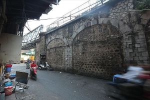 Đục thông 6 vòm cầu trăm tuổi trên phố Phùng Hưng