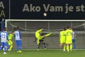 Cận cảnh pha 'ngả bàn đèn' đẹp hơn Ronaldo của sao Croatia