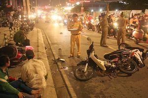 Ô tô 'điên' đâm hàng loạt xe máy ở Sài Gòn, 5 người thương vong