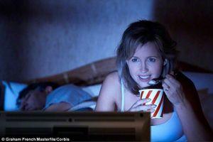 Ăn nhiều vào bữa tối muộn làm tăng nguy cơ mắc bệnh tim