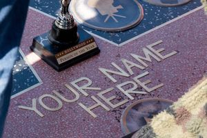 Ngôi sao trên Đại lộ Danh vọng: Hàng thật 40.000 đô, hàng 'fake' 200.000 đồng