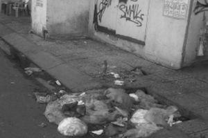 Dân 'tiện tay xả rác' gây ngập úng ở TP HCM