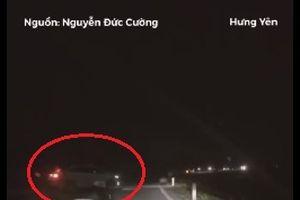 Hưng Yên: Truy tìm chiếc xe con gây tai nạn rồi bỏ chạy