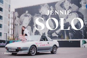 Ngoài núi đồ hiệu đắt tiền, YG còn đầu tư hẳn xế cổ cho Jennie trong MV 'Solo' đánh lẻ đầu tiên