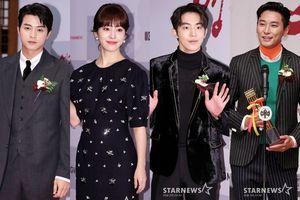 Han Ji Min tỏa sáng cùng 'bạn trai' Nam Joo Hyuk, Joo Ji Hoon và Kim Ji Hoon tại 'Lễ trao giải Youngpyeong 2018'