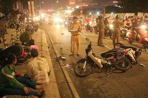 Ô tô 'điên' tông liên tiếp nhiều xe máy, 5 người thương vong ở Sài Gòn