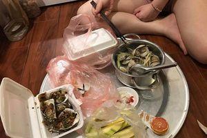 Bữa ăn đêm chiều vợ ốm nghén của người chồng trẻ khiến chị em xuýt xoa ghen tỵ
