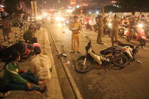 Ô tô 'điên' tông hàng loạt xe máy ở Sài Gòn, 1 người chết, 4 người bị thương