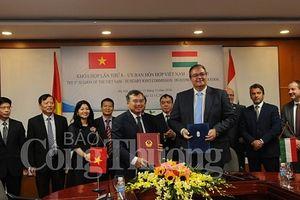 Phiên họp toàn thể Khóa họp lần thứ 8 Ủy ban Hỗn hợp Việt Nam – Hungary