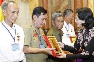 Phó Chủ tịch nước Đặng Thị Ngọc Thịnh tiếp đoàn người có công tỉnh Vĩnh Long