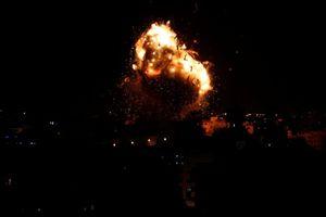 Israel ném bom Gaza, đài truyền hình của Hamas cháy ngùn ngụt