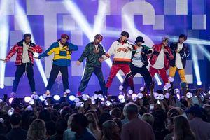 'Nhóm nhạc BTS phải xin lỗi những nạn nhân của Đức Quốc xã'