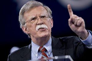 Cố vấn an ninh quốc gia Mỹ dọa 'bóp nghẹt' Iran