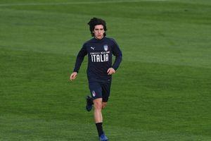 'Pirlo đệ nhị' gây chú ý ở buổi tập của tuyển Italia